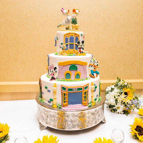 disney fairytale wedding cakes disneyland wedding spotlight amp shaun disney weddings 13551