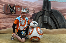 Runner poses with BB-8 during Star Wars Half Marathon – The Light Side.